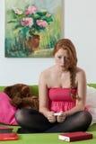 La jeune fille est devenue enceinte Photographie stock libre de droits