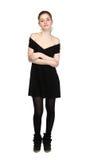 La jeune fille s'est habillée dans la robe noire occasionnelle et des espadrilles noires Photo libre de droits