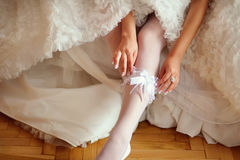 La jeune jeune mariée est prête Images stock