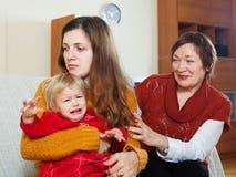 La jeune mère a des problèmes image libre de droits