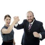La jeunes femme de brunette et homme d'affaires de barbe team Image stock