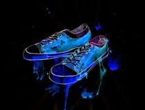 La jeunesse folâtre des chaussures sur un fond noir, aquarelle, illustrati Image stock