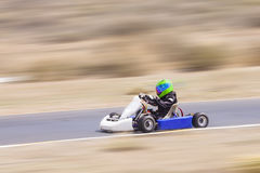 La jeunesse vont coureur de kart photos stock