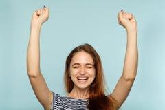 La joie d'expression d'émotion a captivé le sourire de lancement de fille photo stock