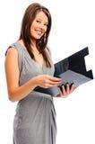La jolie femme d'affaires retient un fichier image stock