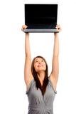 La jolie femme d'affaires retient un ordinateur portatif images libres de droits