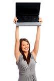 La jolie femme d'affaires retient un ordinateur portatif photo stock
