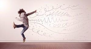 La jolie femme sautant avec les lignes tirées par la main et les flèches sortent Photos stock