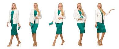 La jolie jeune femme dans la robe verte d'isolement sur le blanc Photos libres de droits