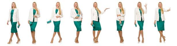 La jolie jeune femme dans la robe verte d'isolement sur le blanc Photographie stock