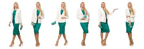 La jolie jeune femme dans la robe verte d'isolement sur le blanc Image libre de droits