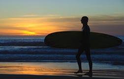 la jolla подпирает серфер захода солнца Стоковые Фотографии RF