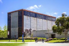 La Jolla Kalifornien, USA - April 3, 2017: Charles Lee Powell Structural Research Laboratory i universitet av Kalifornien San Die royaltyfri bild