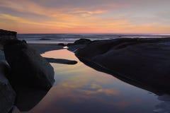 La Jolla Tidepools während des Sonnenuntergangs lizenzfreie stockfotos