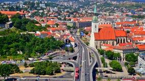 La jonction et le jour automatiques trafiquent à Bratislava, Slovaquie banque de vidéos