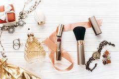 La joyería costosa de lujo y compone esencial y perfuma el plano Foto de archivo libre de regalías
