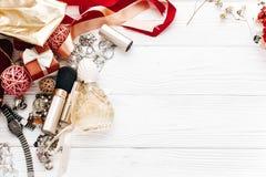 La joyería costosa de lujo y compone esencial y perfuma el plano Fotografía de archivo libre de regalías
