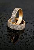 Joyería de oro dos anillos Imagen de archivo