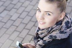 La juventud tiende concepto: Primer del tratamiento caucásico adolescente de la muchacha Foto de archivo