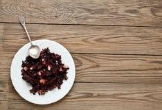 La ketmie part sur un plat avec une cuillère Images stock