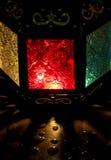 La lámpara colorida brilla en la oscuridad Imagenes de archivo
