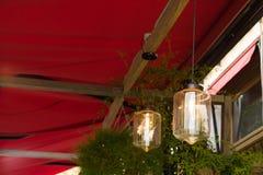La lámpara en el fondo en café Fotografía de archivo libre de regalías