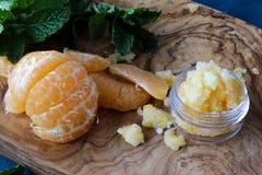 La lèvre et le corps de mandarine frottent Photo libre de droits