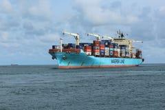 La línea buque de Maersk de carga llega nigeriano fotografía de archivo libre de regalías