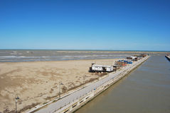 La línea de costa y la playa de Pescara fotos de archivo