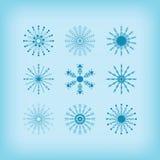 La línea de detalle del invierno iconos de los copos de nieve del círculo fijó en fondo azul libre illustration