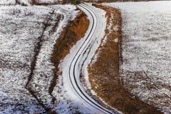 La línea del tren curva nieve Fotografía de archivo