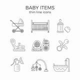 La línea fina iconos fijados de bebé o el niño primero necesita artículos ilustración del vector