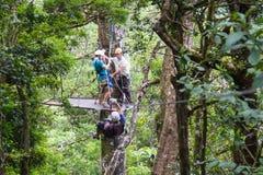 La línea toldo de la cremallera viaja en Costa Rica fotos de archivo libres de regalías