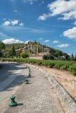 La La Roque-sur-Cèze è un villaggio pittoresco nel dipartimento del Gard, Francia Fotografia Stock