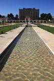 La La Zisa del palazzo e giardino: Vegetazione mediterranea e fontane plashing Fotografia Stock