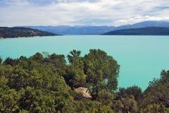 La laca Sainte Croix Du Verdon del azul cerúleo Imagenes de archivo
