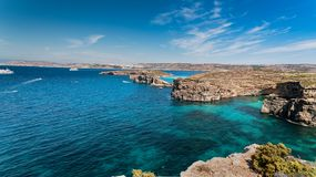 La laguna azul en la isla de Comino, Malta Gozo fotos de archivo