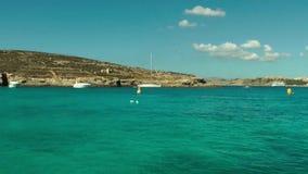 La laguna blu sull'isola di Comino archivi video
