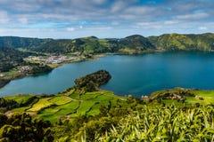 La laguna sorprendente dei sette cidades di Lagoa das 7 delle città fotografie stock