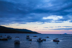 La lagune bleue au coucher du soleil Image stock