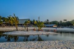 La lagune de plage de Bilene dans Paraia font Bilene, Mozambique Photos stock