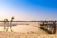 La lagune de plage de Bilene dans Paraia font Bilene, Mozambique Images stock