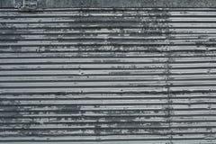 La lamina di metallo ondulata con i ribattini modella il fondo di struttura Fotografie Stock Libere da Diritti