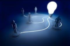 La lampadina collega la luminosità eccezionale nello scuro e nell'ombra Immagini Stock Libere da Diritti
