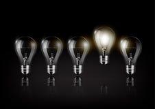 La lampadina d'ardore è fra molte lampadine spente su fondo nero, l'idea di concetto, vettore trasparente Immagine Stock