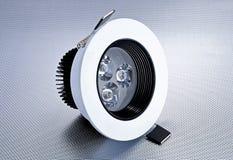 La lampadina o il risparmio energetico del nuovo tipo LED ha condotto la lampadina Immagini Stock Libere da Diritti