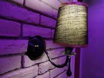La lampe à l'intérieur du café Images libres de droits