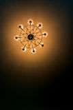 La lampe électrique de plafond de vue inférieure brille Images stock