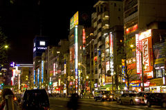 La lampe au néon de la nuit de Tokyo Japon d'akihabara fait des emplettes Images libres de droits