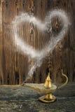 La lampe d'Alladin avec le coeur de fumée Photo libre de droits